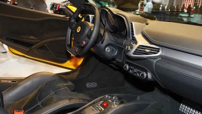 Dây đai an toàn trên Ferrari 458.