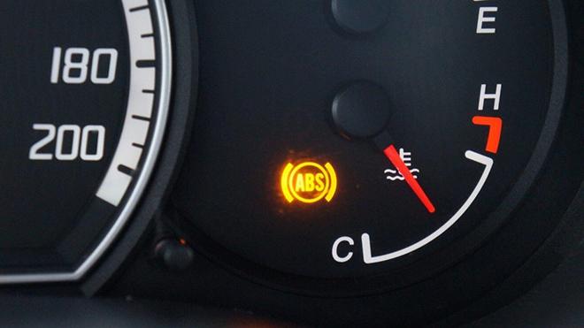Kiểm tra hệ thống phanh xe ô tô bằng cách kiểm tra đèn báo ABS