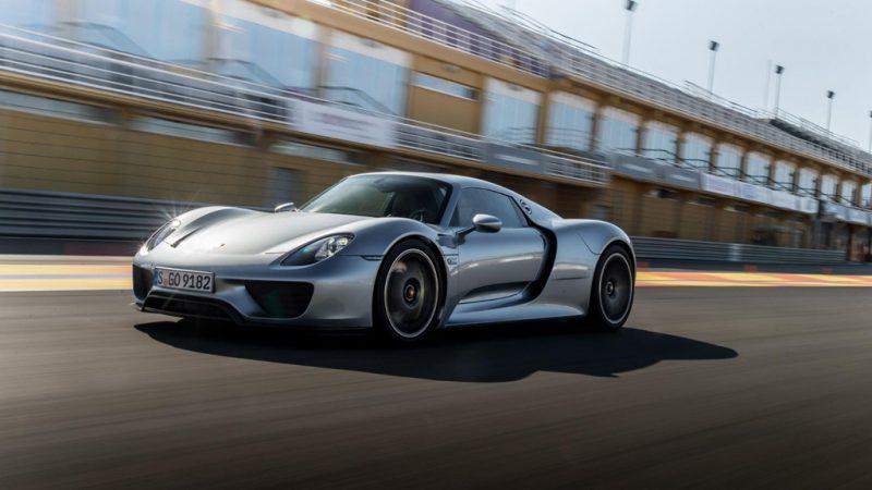 Lớp sơn kim loại lỏng trên siêu xe Porsche 918 Spyder