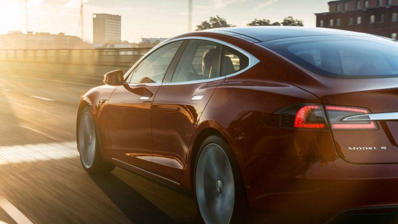 Chế độ tăng tốc trên Tesla Model S