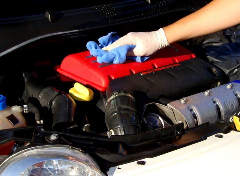 Một mẹo nhỏ giúp bạn khởi đỗng xe ô tô khi hết ắc quy Khoang-dong-co-1-800x588