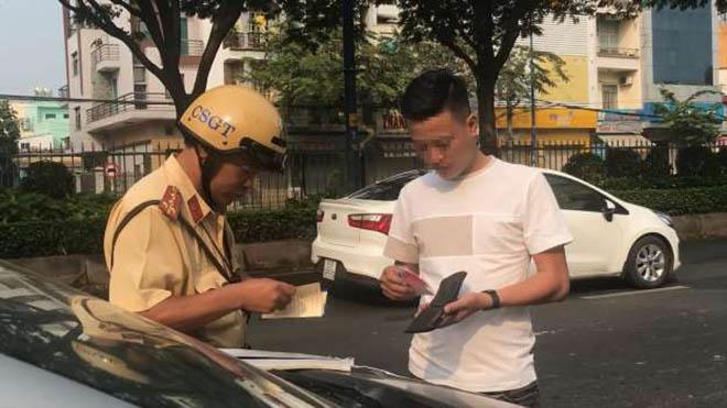 Tài xế ô tô sẽ phải đóng mức phạt bao nhiêu tiền nếu không thắt đai an toàn?