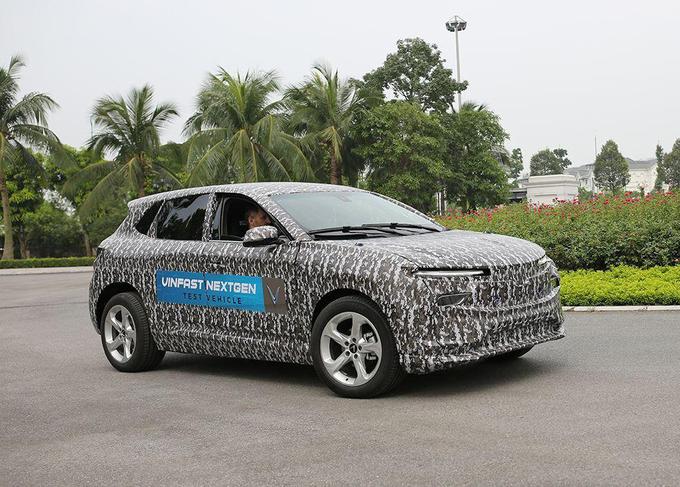 chuyên gia vinfast lái thử ô tô điện